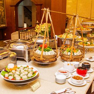 Buffet Trưa Hơn 60 Món Á- Âu Tại Khách Sạn New Epoch