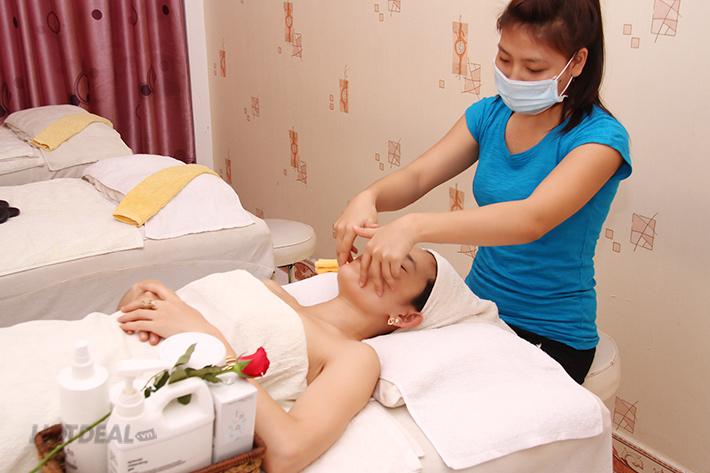 Massage Body Và Tắm Dưỡng Toàn Thân Tại Spa Cỏ Ba Lá