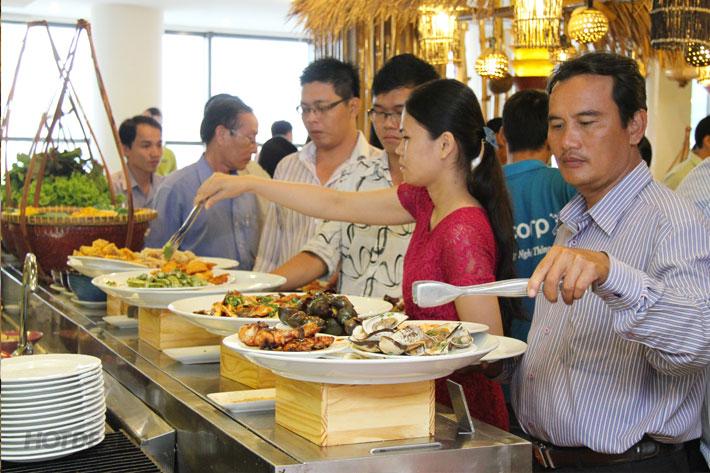 Buffet Gánh Buổi Trưa Tại Khách Sạn Palace
