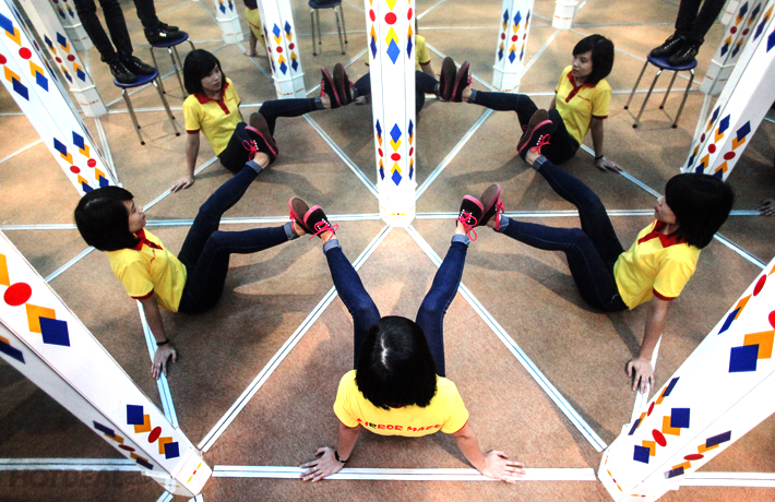 2 Vé Vào Cửa Mê Cung Mirror Maze Tại Vincom Times City