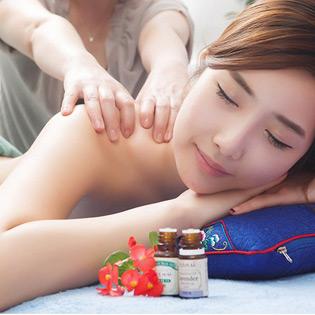 Massage Body Tinh Dầu Chườm Đá Nóng Tại Ngọc Coulling Spa