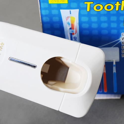 Dụng Cụ Nhả Kem Đánh Răng Tự Động