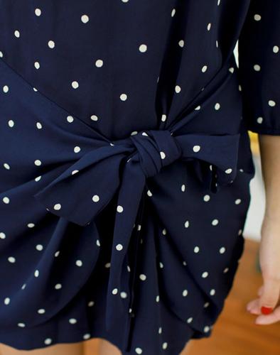 Đầm Chấm Bi Nơ Duyên Dáng