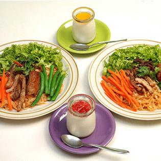 2 Phần Phở Trộn + 2 Phần Yaourt Tại Cà Phê Kem Con Hẻm Nhỏ tại Hồ Chí Minh