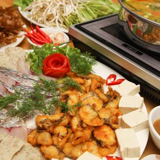 Set Lẩu Cá Rô Và Bánh Tráng Cuốn Thịt Heo 4 Người Tại Lộc Quán