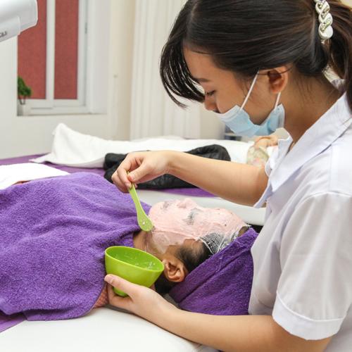 Massage Đá Nóng Kết Hợp Muối Thuốc Bắc Giải Độc Tố
