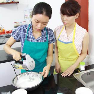 Khóa Học Làm Các Loại Bánh Tại White Kitchen – Được Mang Thành Phẩm Về