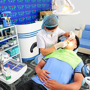 Lấy Cao Răng, Đánh Bóng, Làm Trắng Hàn 1 Răng Tại Nha khoa VIPLAB