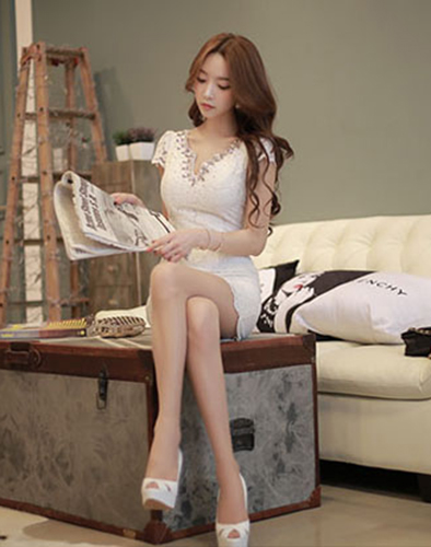 Đầm Ren Đính Đá Spring