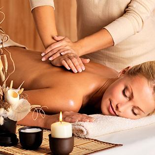 Bấm Huyệt Trị Liêu, Massage Thư Giãn Bằng Đá Nóng Và Ngải Cứu
