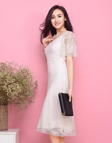 Đầm Maxi Ren Thêu Cổ Kết Ngọc Trai Dịu Dàng