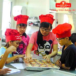 Trẻ Học Làm Bánh Âu/ Bánh Trung Thu Tại  Nhất Hương - Thỏa Sức Mang Về