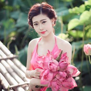 Gói Chụp Ảnh Ngoài Trời Sen Hồ Tây tại Hà Nội