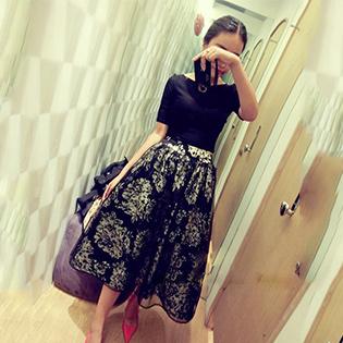 Bộ Đầm Vai Ngang Chân Váy Hoa Sang Trọng