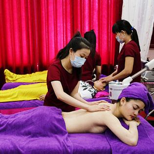 Massage Body Đá Nóng Tại Ánh Hồng Spa