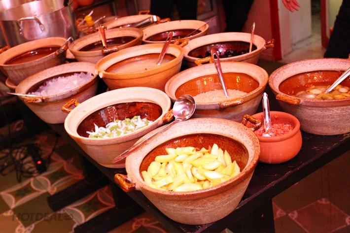 Buffet Ăn Vặt Gọi Món Gần 60 Món Bắc – Trung – Nam Tại Thị Lux