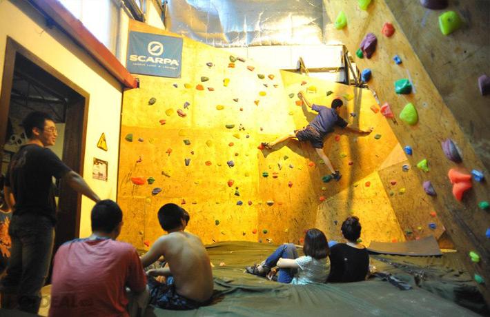 Leo Núi Trong Nhà + Phí Thuê Giầy Tại Vietclimb