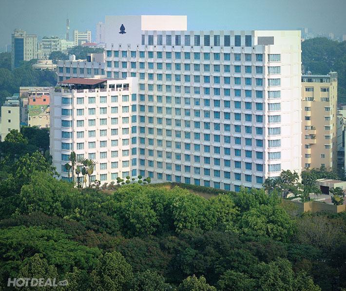 Trải Nghiệm Hồ Bơi Đẳng Cấp Sang Trọng Bậc Nhất Sài Gòn Tại New World Saigon Hotel