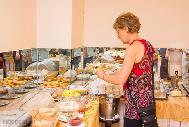 Buffet Sáng 40 Món Tại Nhà Hàng Tropical - Khách Sạn Hoàng Phú Gia 3*