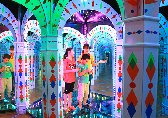 Từng Bừng Khai Trương Mê Cung Mirror Maze- Royal City